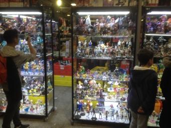 stand-figurines
